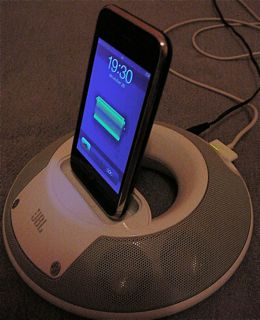JBL on Stage II iPhone 3G charging